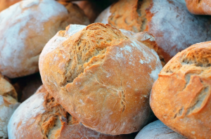 many stacked round loaves of bread